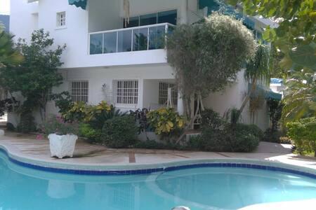 Casa para 20  frente a la playa - Playa chiquita