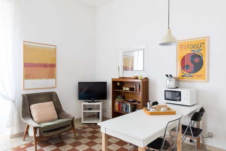 Bright and comfy central apt