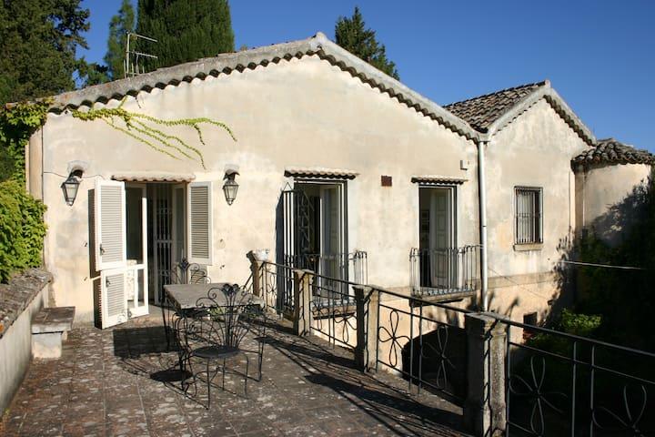 Villa del '600 a due km dal mare - Santa Caterina Dello Ionio