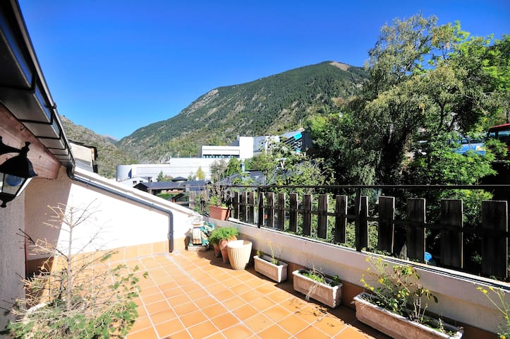Precioso ático Funicamp con terraza - Encamp - Apartemen