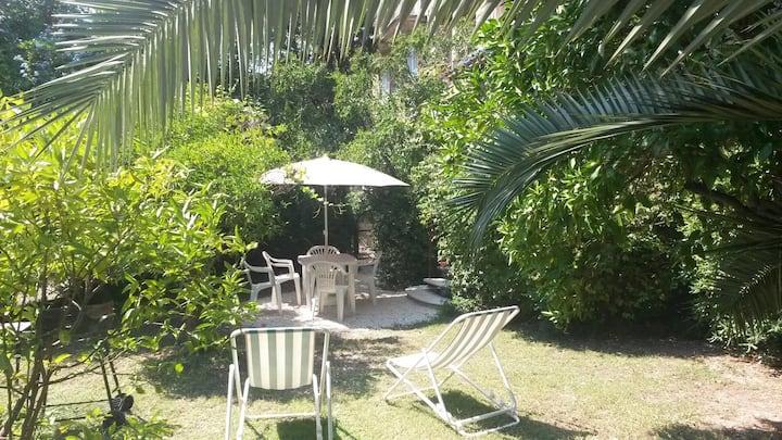 Appartement en duplex avec jardin à 100m de la mer