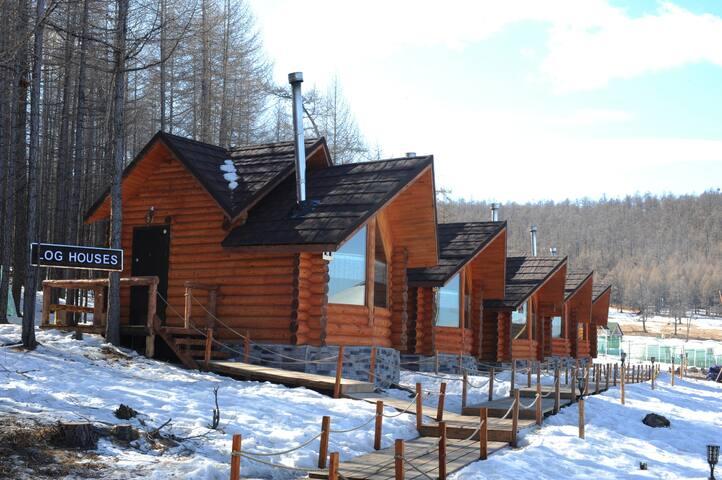 Leona Resort - Club House Log Cabin