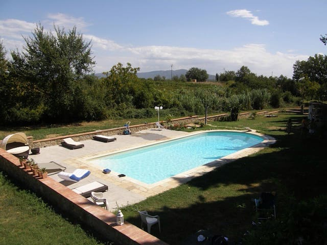 """I cipressi"" pool and jacuzzy. - Arezzo - Byt"