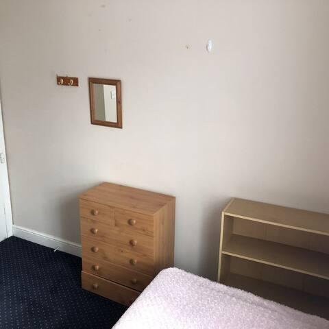 Short term bright cosy lovely room