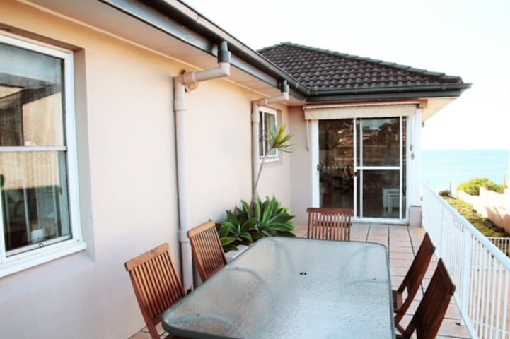 Sunshine - Apartment on Wamberal Beach