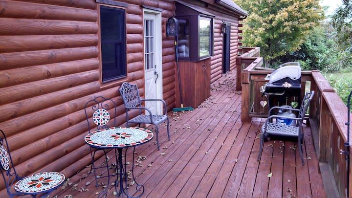 Cabin/Attached - Apartment suite