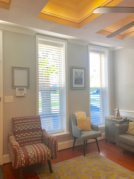 Modern Two Bedroom Suite Walk To Johns Hopkins Houses For Rent In Baltimore Maryland