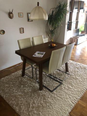 Zimmer Nr. 3 in einem Haus zu vermieten !