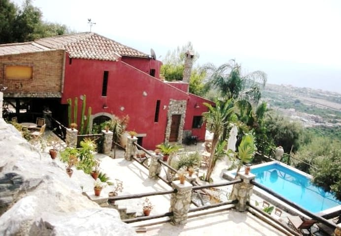 TAORMINA AREA! VILLANOBILI WONDERFUL VILLA & POOL!