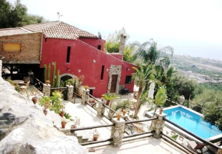 VillaOasi! Splendid Villa & Pool near Taormina!