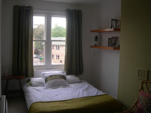 Large, light double room - Northwood - Apartamento