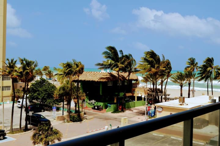 CH Accessible Luxury Condo On The Beach with Ocean View