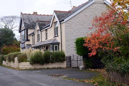 Hendre Gwyn Cottage- 4 star rated - Aberystwyth - House