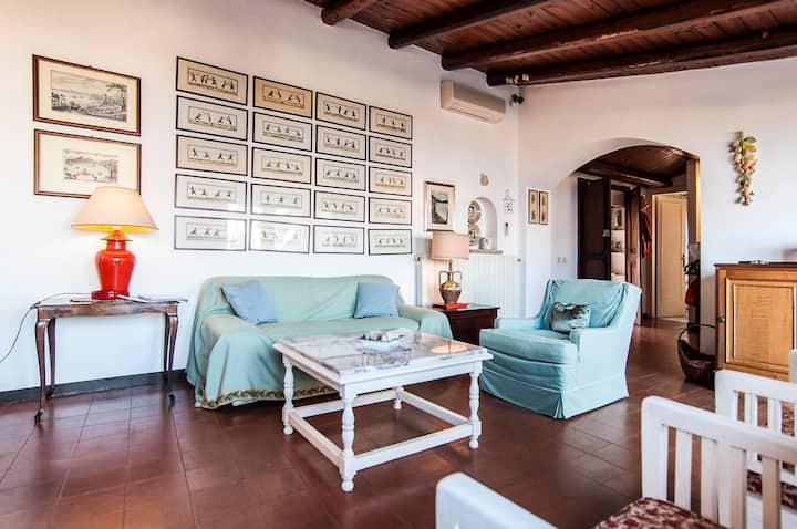 Joy Apartment in Medieval Gaeta: Amazing Seaview