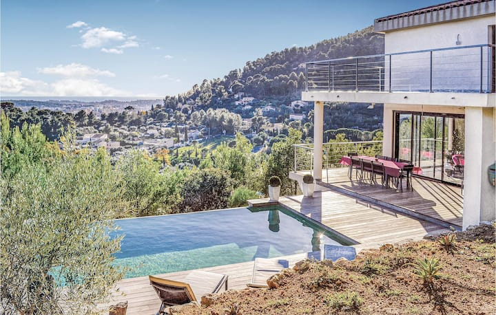 Stunning home in La Valette du Var with WiFi and 3 Bedrooms