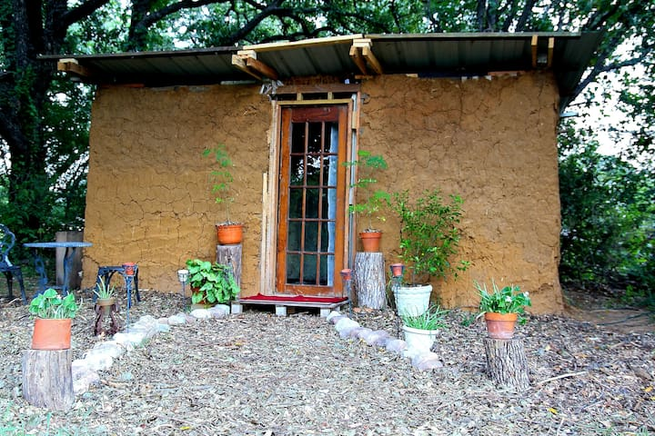 Earthen Cottage on Small Ecovillage - Kennedale - Aarde Huis