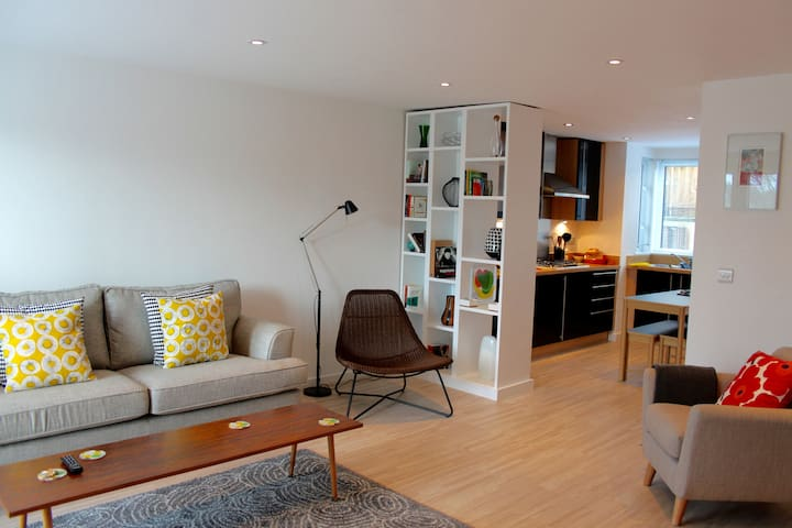 2 Bed modern apartment - Truro