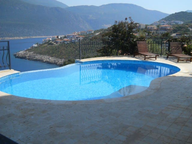 Swimming pool,with view of the sea and peninsular.