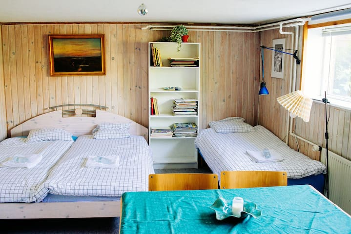 1 double bed & 2 single beds - Galleri Hammer