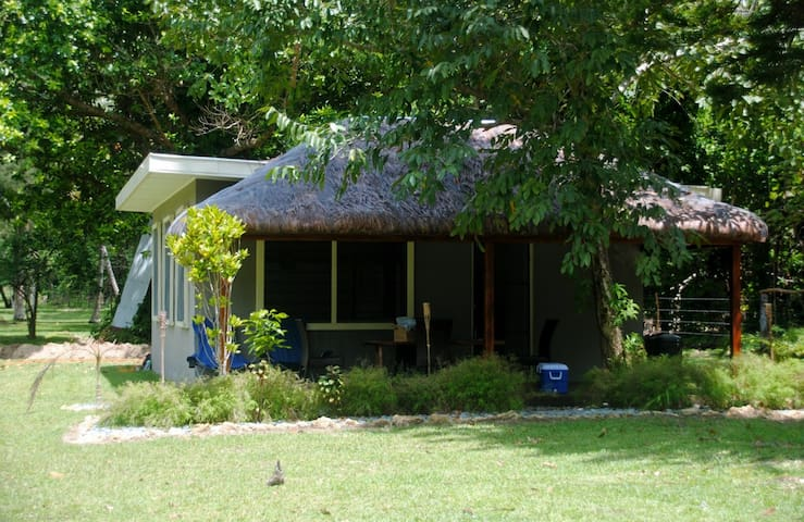 Paradise Cottage - 50 mtrs fr beach