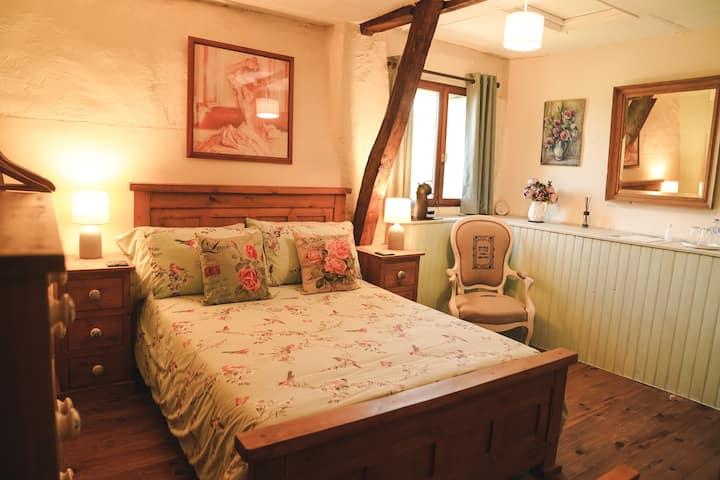 Michouat Chambre D'Hotes, Rose bedroom