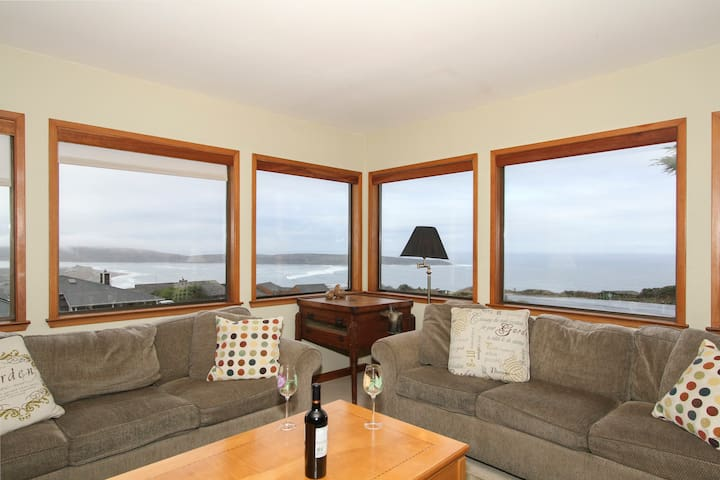 Views! Family Friendly Beach House Sleeps 12 - Dillon Beach