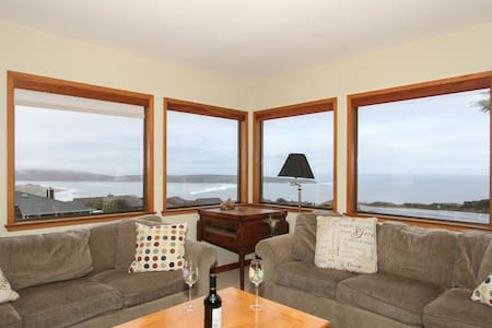 Views! Family Friendly Beach House Sleeps 12 - 狄龙海滩(Dillon Beach) - 独立屋