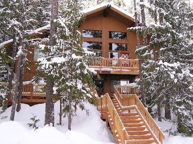 Awesome TreetopTownhouse 3br 3level *5 Star Hosts*