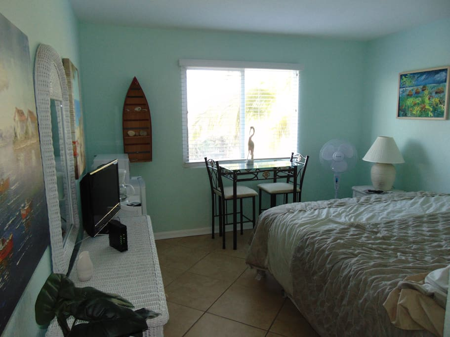 Lovely 4th floor Studio on the beach with large window facing the Inter-coastal!