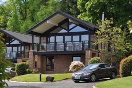 Luxury 3 bedroom Lodge on bank of Loch Lomond - Alexandria - Dağ Evi
