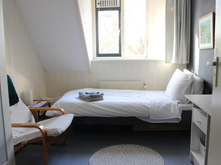 Cozy room with bike, and near WUR campus!