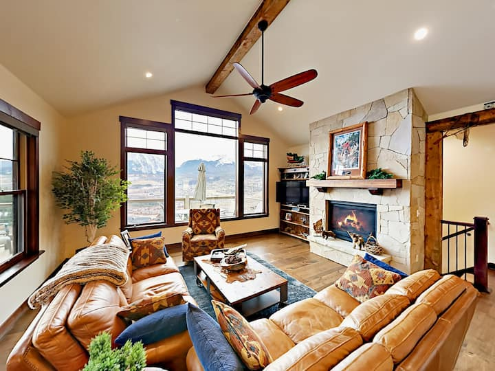 Luxe Mountain-View Home with Hot Tub - Near Skiing