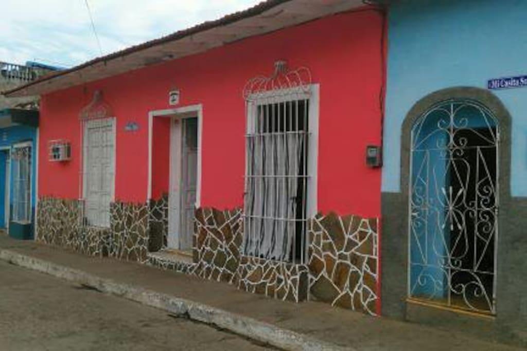 LFrente de la casa Calle Borrell # 67