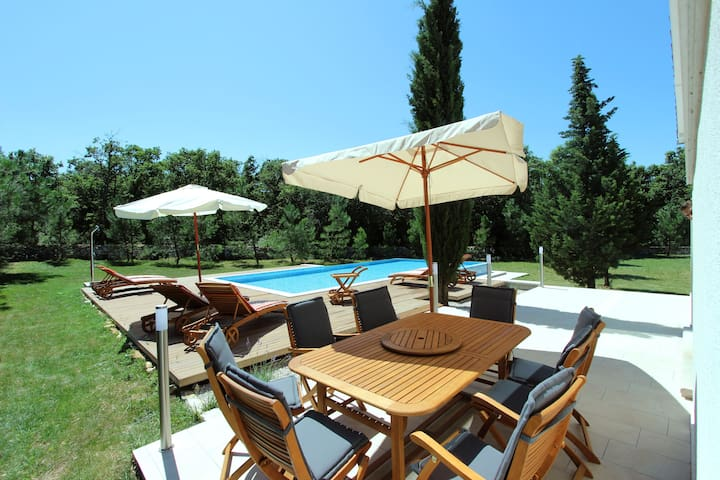 Modern Country House with the pool and garden - Labin - House