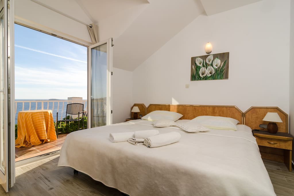 Studio apartment with a furnished balcony and beautiful sea view