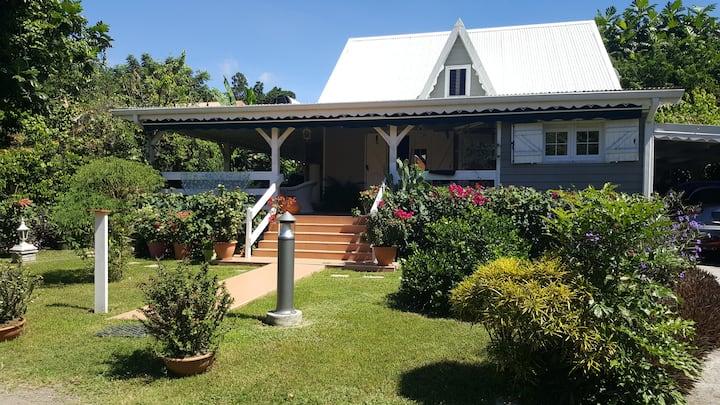 Villa dans la verdure martiniquaise