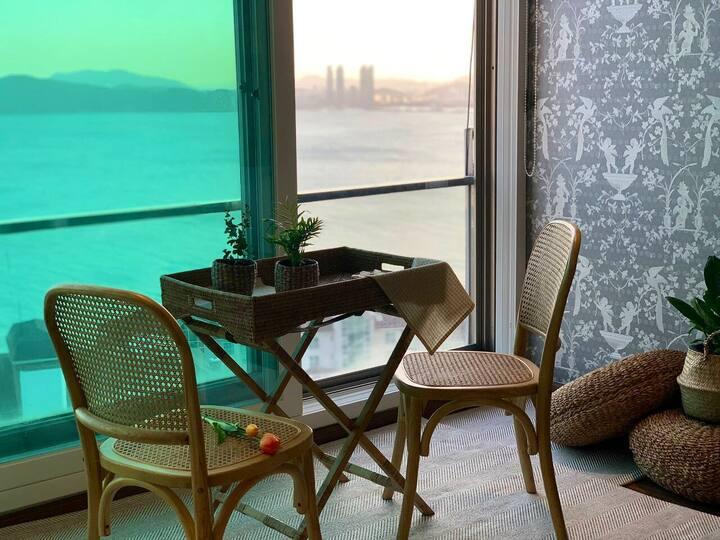 [나나하우스]오션뷰💙#조용하고 깨끗한 숙소 #매일소독🚨#전면바다#해운대#감성#분위기깡패🎶🧡