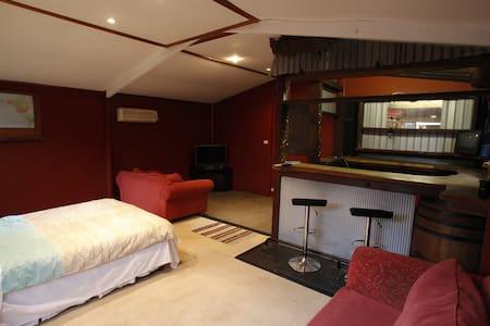 Large Studio Style Granny Flat - Craigmore - Σπίτι