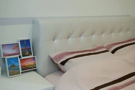 Cozy 1 bedroom 2 mins to metro 捷運中山國小站2分鐘便利溫馨電梯獨立屋 - Appartamento