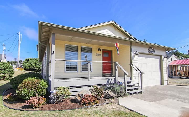 Modern Home, Great Location with Easy Nearby Beach Access!