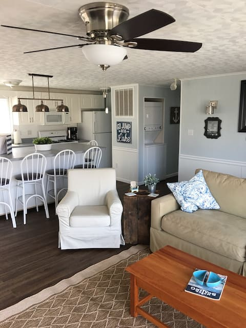Sunny channel front cottage on Lake Wawasee