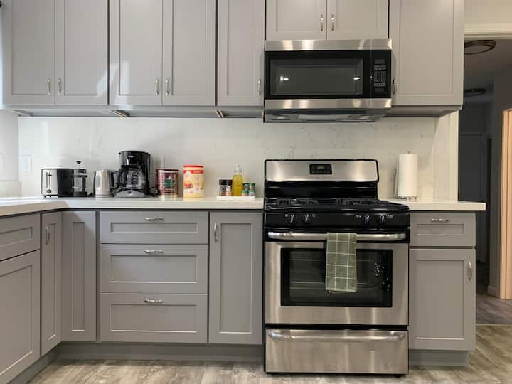 Commuter's Dream | 3BR 2BA Apartment | 8 min to SF