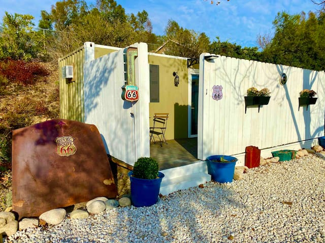 "#1 Cozy Tinyhouse ""Route 66"" container- private"