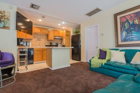 Private Modern Guest House Near LAX, SPACEX, DTLA