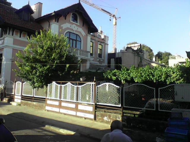 """этаж старинного трехэтажного дома """"Ира"""" - Varna - House"""