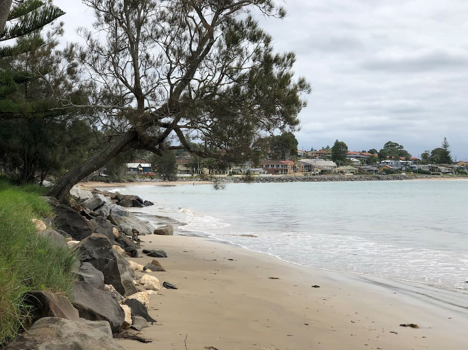 30 steps to this beautiful, family friendly beach.  Fish, swim, snorkel or paddle board a perfect beach to explore.  Best of all, no busy road to cross & there is easy access to the beach.
