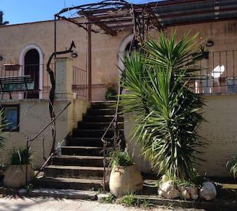 Villa Spezzacatene; Antica tenuta in Puglia - チェリニョーラ - 別荘