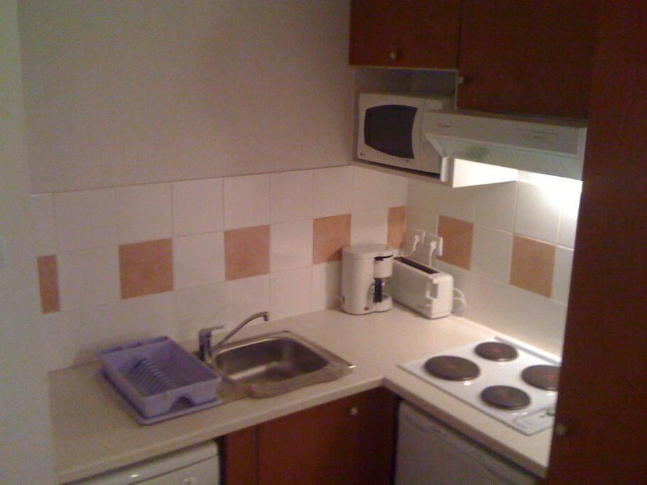 Cuisine équipée lave vaisselle, matériel de cuisine pour 6 personnes