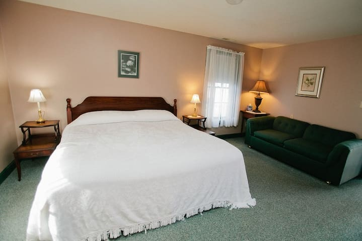 Golden Eagle Inn - Riverside Room