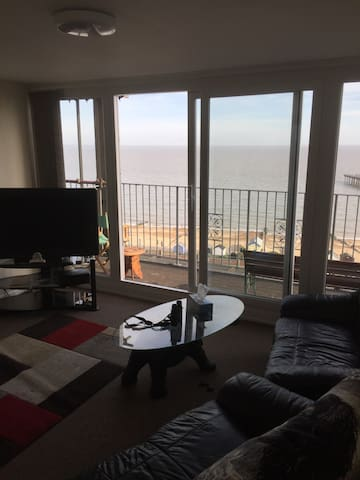 Modern two bedded apartment on seafront for four. - Felixstowe - Apartemen